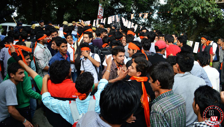 abvp-crowd-at-hpu