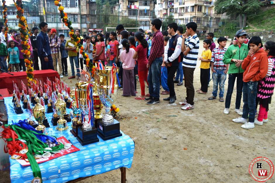 prize distribution at summerhill dusshera ]