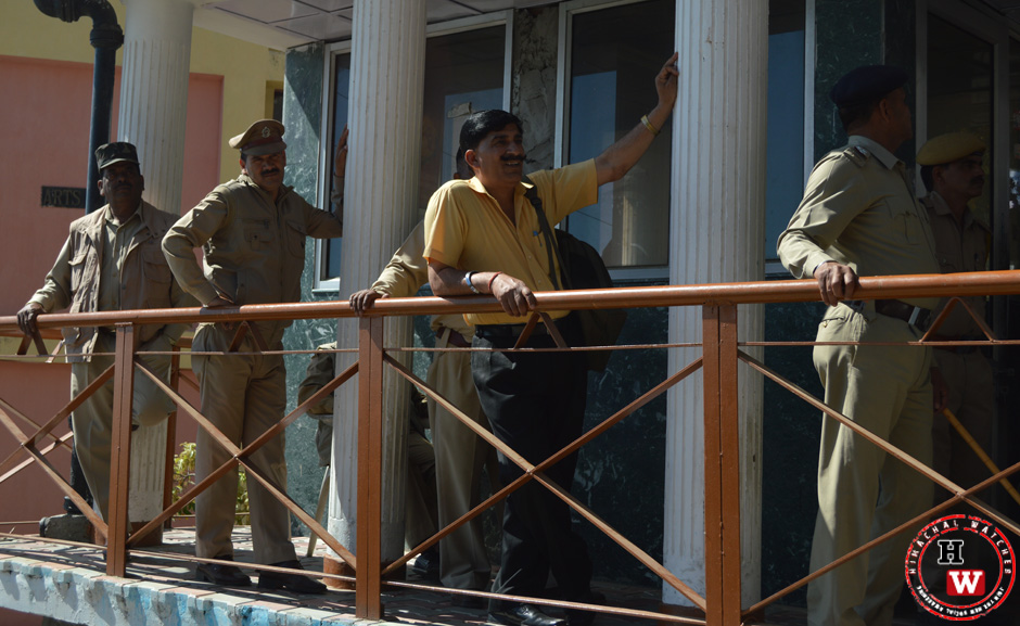 shimla police force at duty