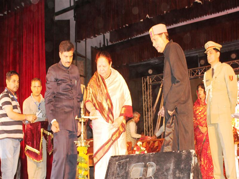 Governor inaugurates international Kullu Dussehra festival