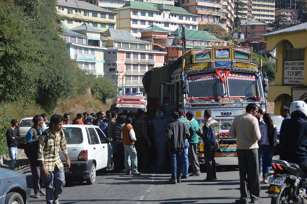 alto-truck-accident-shimla