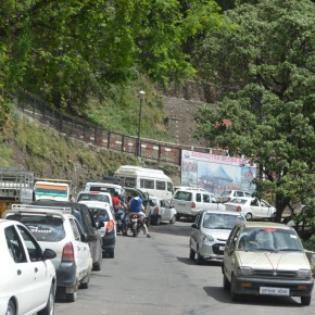 Shimla cop caught violating traffic rule and risking life of other citizen to correct his fault