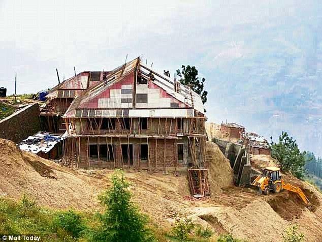 priyanka gandhi shimla land deal