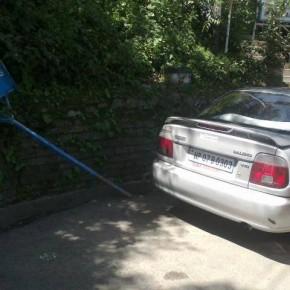 govt-cars-in-nparking-zone-igmc-shimla