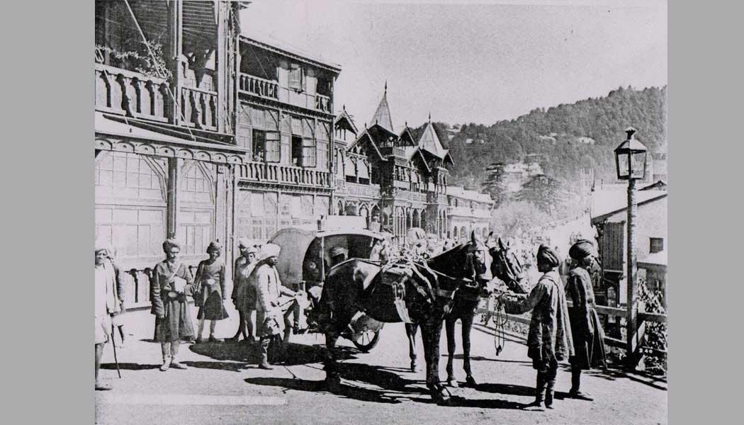 Bank-Buildings-at-Mall-Road,-Shimla