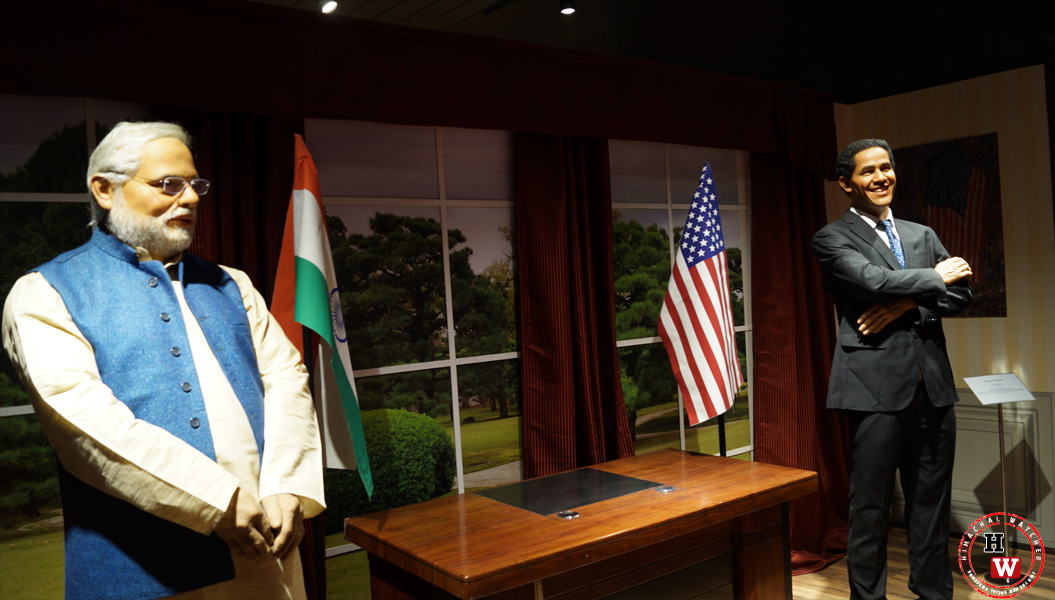 US President Barrack Obama standing face to face with Indian Prime Minister
