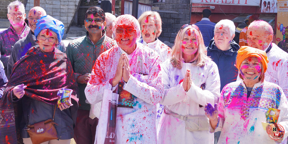 foreigners-celebrating-holi