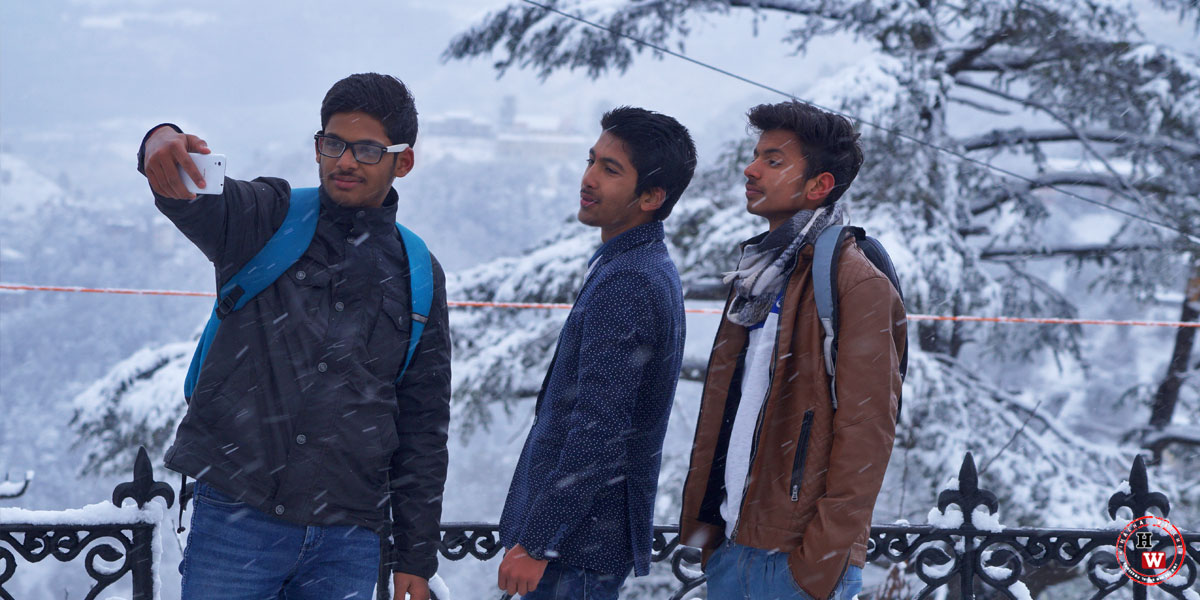 Selfie-Craze-in-Shimla