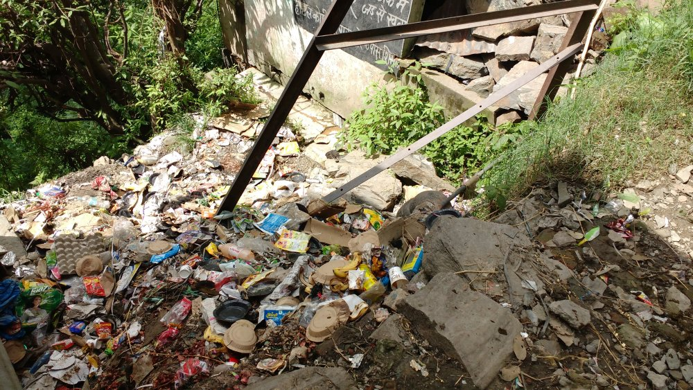Garbage disposed in open near boileauganj