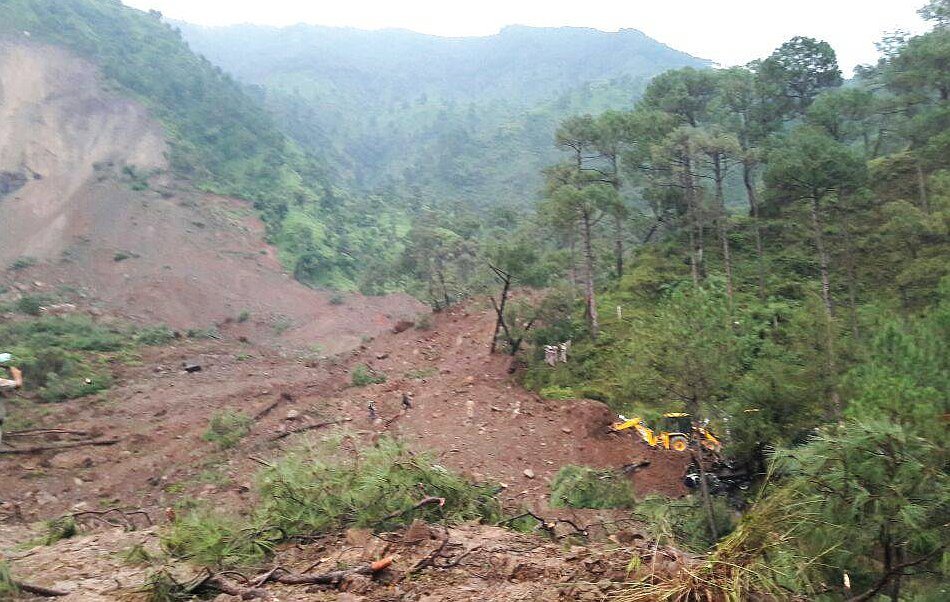 Massive landslide in Himachal's mandi district4