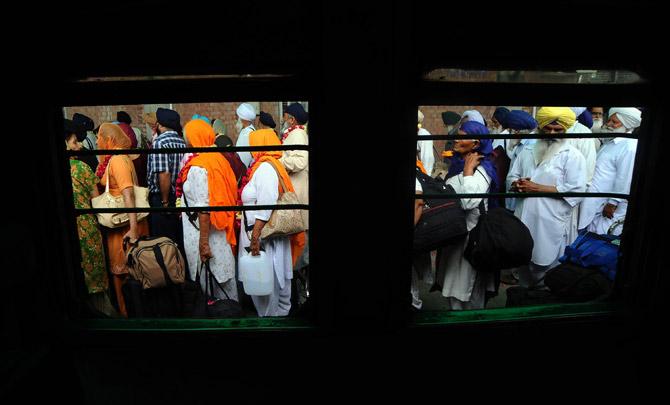himachal's sikh pilgrims on pakistan visit