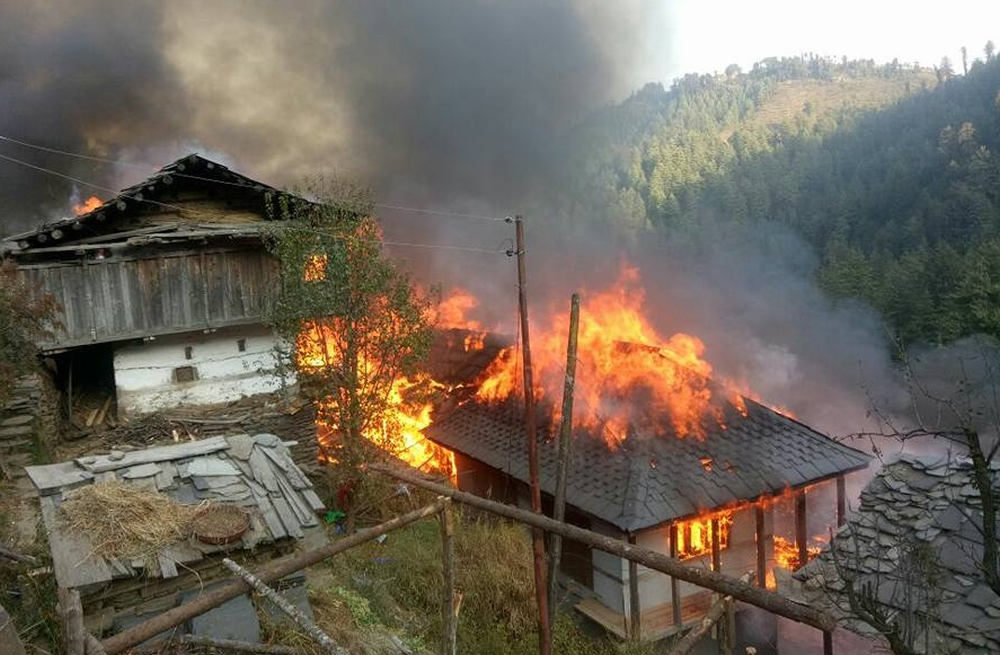 Fire in mandi's dahar village