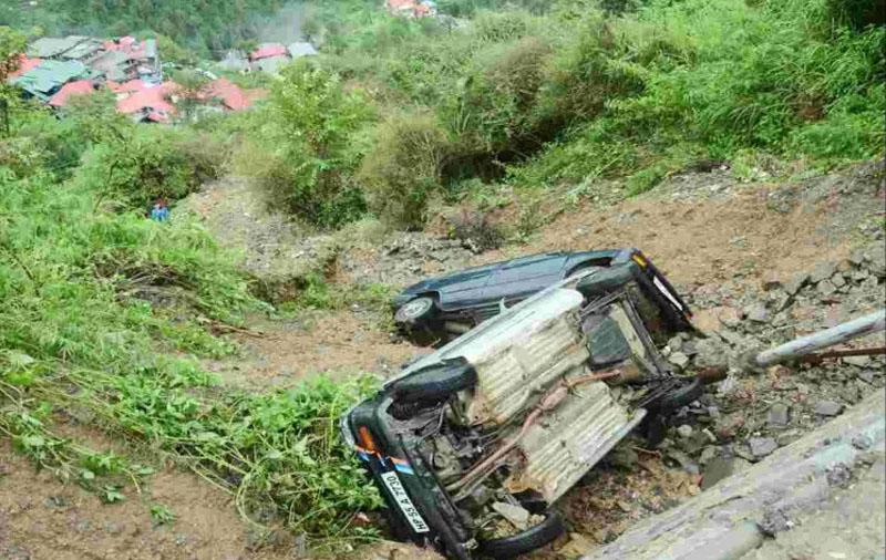 cars buried in shimla