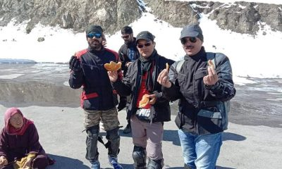 Lahaul-Spiti-Villagers-provide free food to tourist