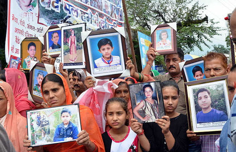 parents of nurpur tragedy victims protest in dharamshala
