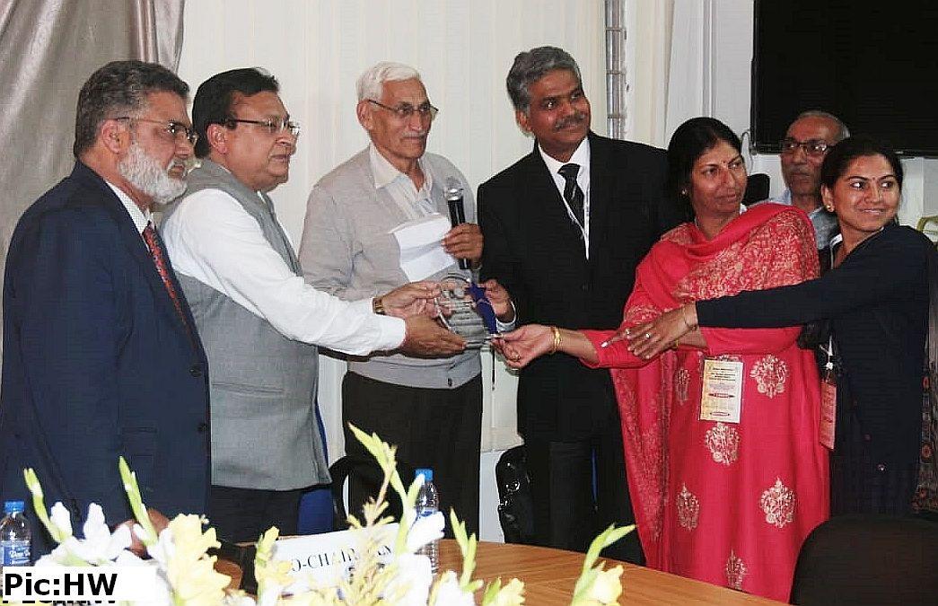 Nauni Varsity's Apiculture Centre bags award
