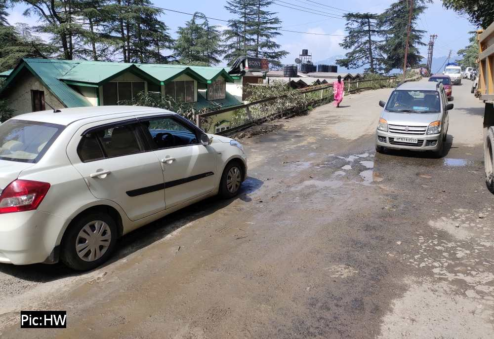 Shimla bypass road on NH 5 in poor condition 4