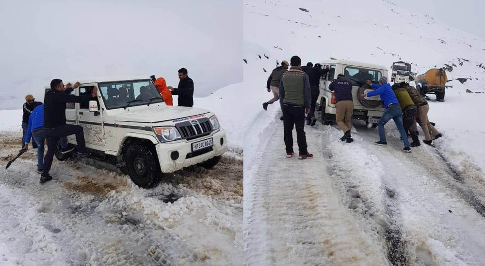 Snowfall in rohtang Pass in october 2019 3