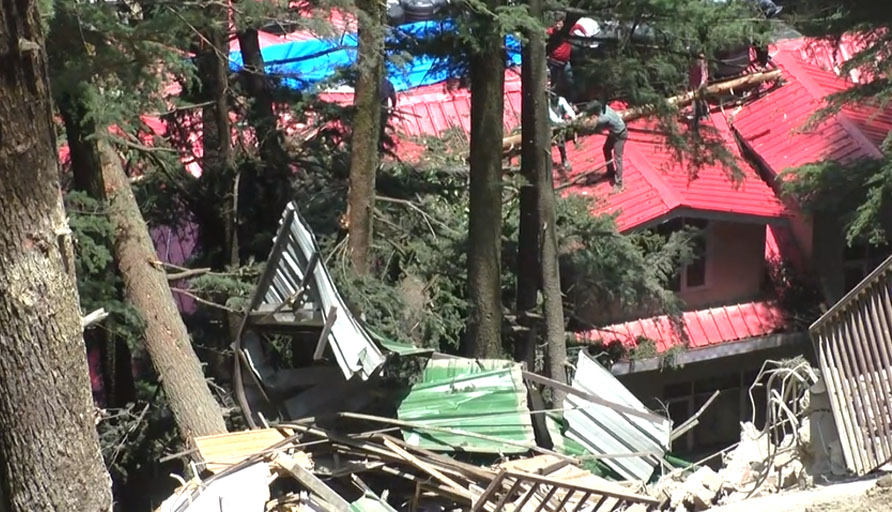 Chotta shimla building collapse