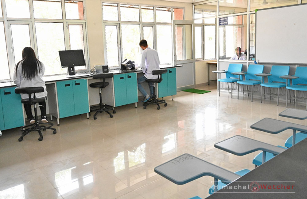 NEW Labs in UHF nauni